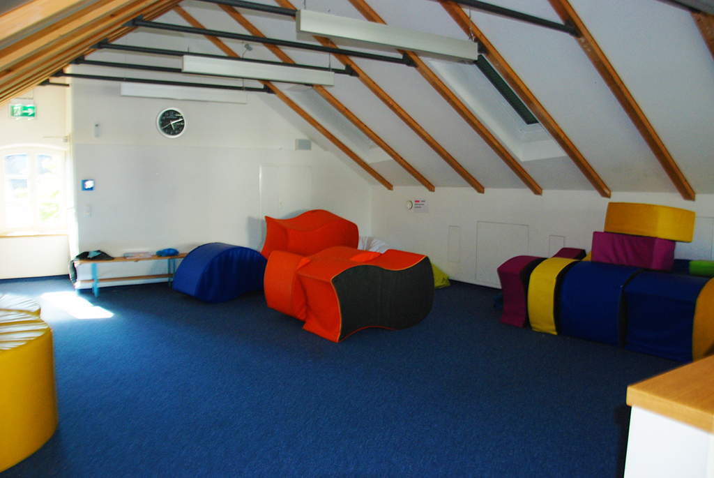 Polster im Stillen Raum in der Mangfallschule Kolbermoor