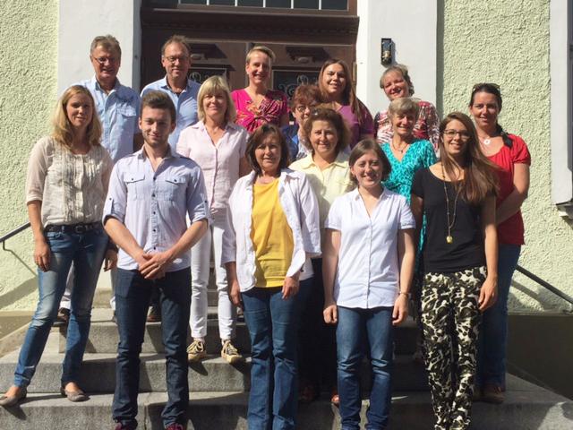 Gruppenbild der Lehrkräfte und Betreuungskräfte der Ganztagesklassen an der Mangfallschule Kolbermoor